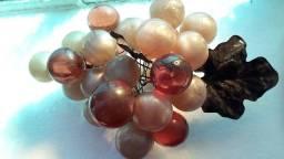3Cachos de uva antigo em vidro