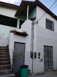 Alugo casa na rua do colégio  Eutródia