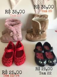 Sapatos e botinhas infantis