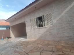 Casa centro Marilia, Rua Parana, 03 quartos, 02 salas , copa, cozinha