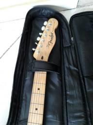 Guitarra Squier - logo Fender e tarraxas fender