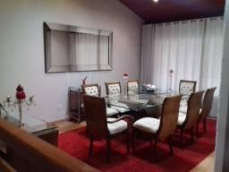 Mesa 8 cadeiras com tapete