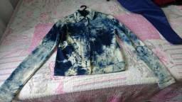 Jaqueta Azul descolorida.