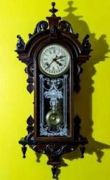 15da475b9a4 Antigo relógio parede capelinha (capelão) com calendário 111 cm