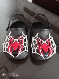 Sandália Crocs homem aranha