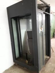 Vendo esta porta de transferência de banco totalmente blindada