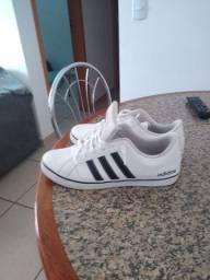 Tênis Adidas semi-novo