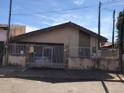 Casa com 3 dormitórios e piscina por R$ 200.000 - Jardim dos Estados - Várzea Grande/MT #F