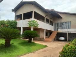 Casa com 4 quartos e 200m de área construída