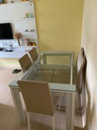 Mesa de vidro com 6 cadeiras estofadas