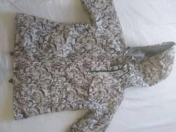 Casaco de manga comprida encapuçado com bolso