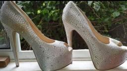 Vendo sapato para ocasiões especiais.