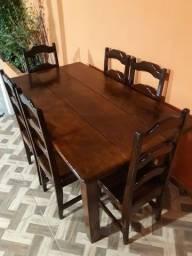 Mesa com 6 Cadeiras em Madeira de Lei Valor R$ 1.000