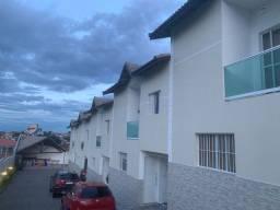 Sobrado em Condominio  no centro de Ferraz, 2 vagas 93mts.