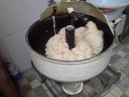 Masseira profissional bate 40 kilos de massa