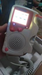Aparelho de ouvir batimentos cardíaco do bebê
