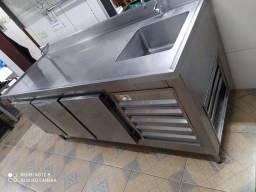 Refrigerador em aço inox