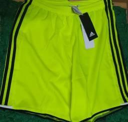 Bermuda Adidas Adizero - Shorts Futebol. 96 reais