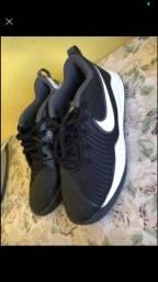 Tênis Nike, tamanho 35