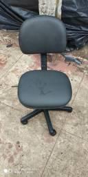 Vendo cadeira de escritório nova material top couro