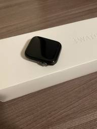 Apple Watch series 5 44mm preto