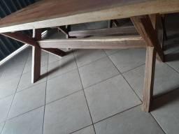 Mesa de madeira pura