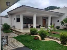 Casa com edicula