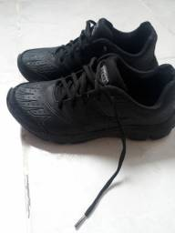 Tênis escolar preto n° 33