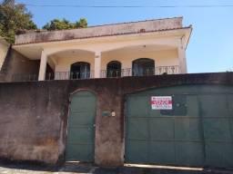 Título do anúncio: Casa com amplo terreno e área verde em Pinhheiral!