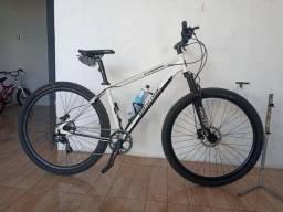 Bicicleta aro 29 2 meses e uso ! Novíssima, e anda muito bem.. um aviao