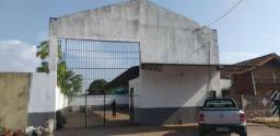 Aluga-se Galpão Comercial na Av. Geriba Almeida de Azevedo Costa, 531