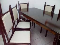 Mesa colonial de embuia com 6 lindas cadeiras com estofados novos sem uso só 1.250