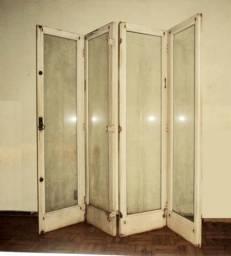 Porta de Madeira Maciça e Vidro Antiga