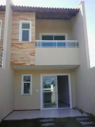 Casa dúplex com três quartos sendo uma suíte/ traga seu terreno