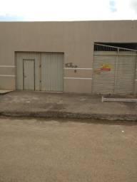 Vende-se esta casa Residencial com um ponto comercial, frente o colégio Santa Teresinha