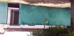 Alugo uma casa enfrente a praça  o antigo hospital Geral no valor de 400 reais