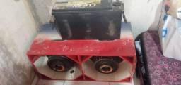 Caixa com alto falante tornado  e bateria