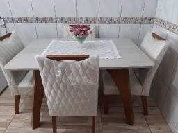 Mesa jantar quatro cadeiras lindíssima.