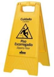 Placa Sinalizadora - Piso Escorregadio (MULTIQUÍMICA)