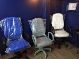 cadeira azul branca preta  modelo presidente temos a partir de 550,00