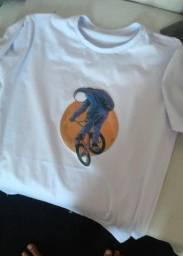 T-shirt masculina e feminina
