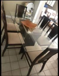 Mesa com tampo de vidro e 6 cadeiras USADA