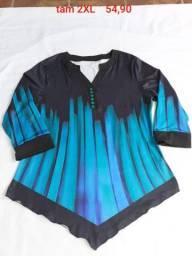 Blusa preta e azul de bico na barra