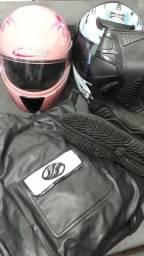 Capa de chuva + capacetes e bota