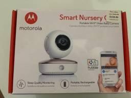 Câmera de monitoramento e babá eletrônica com controle via celular
