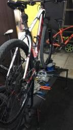 Vendo bicicleta first aro 29 toda shimano deore está com a bengala vazando