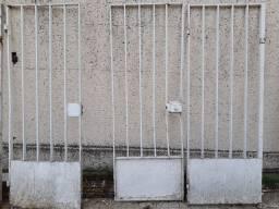 Portão e grade de ferro antigo