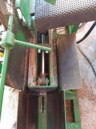 Máquina industrial cortar e rachar lenha média 3 toneladas por dia zerada
