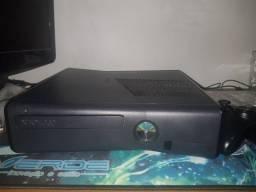 Xbox 360 1 controle e 2 jogos