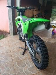 Kawasaki 450x. Moto para pessoas exigentes.